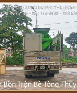 Chở bồn trộn bê tông đi giao cho khách hàng